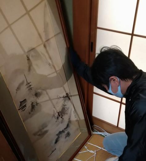 豊橋市の絵画・掛軸の出張鑑定・査定・買取の様子